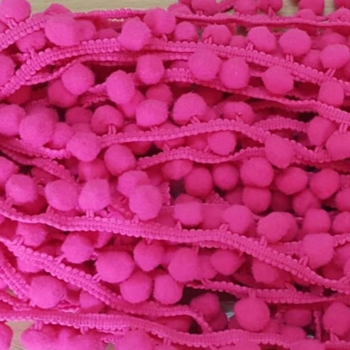 Тесьма с помпонами темно-розового цвета, диаметр 15 мм